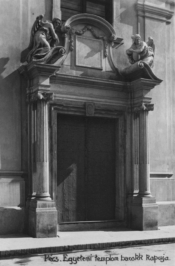 Pécs. Egyetemi templom barokk kapuja. - Csorba Győző Könyvár - Pécs, PDM