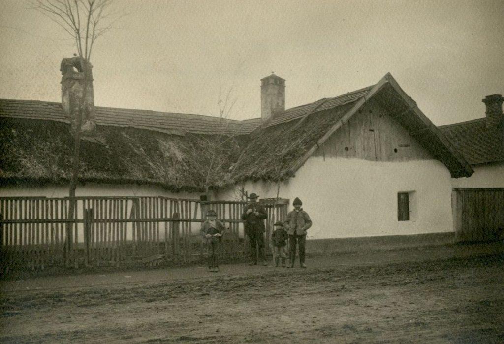 Plohn József helyi fényképészmester munkája az 1900-as évek elejéről