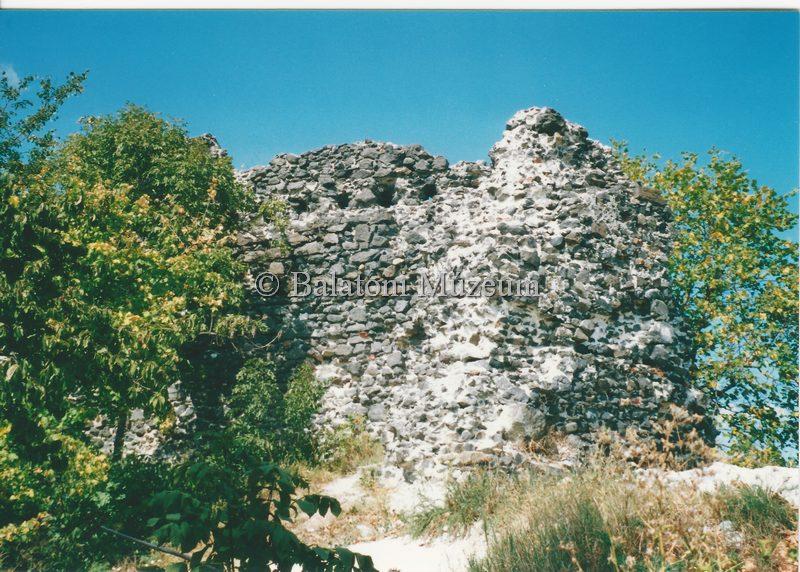 A palotaszárny északkeleti vége, Tátika vára (forrás: MaNDA adatbázis)