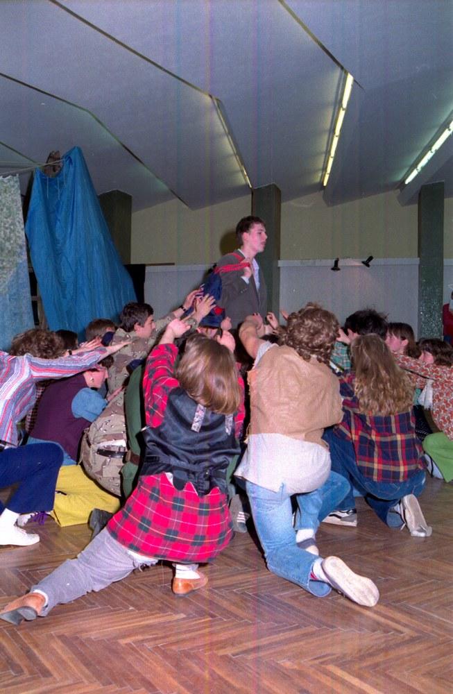 Hair előadás - Első Magyarországi Angol Nyelvű Diák Drámafesztivál, Keszhely, 1992.