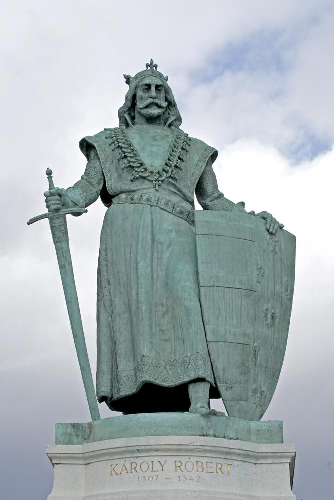 Károly Róbert szobra a Hősök terén; Kiss György alkotása (forrás: MaNDA adatbázis)