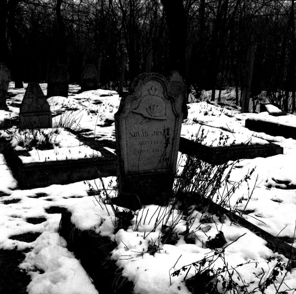 Novák közvitéz sírja a hadifogoly temetőben (MaNDA)
