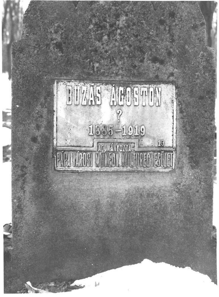 Egy sírkő a csóti tábor temetőjéből (MaNDA)
