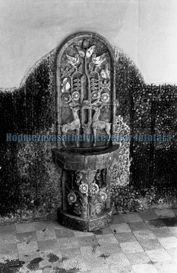 Őzes kút a Gellért fürdőből (MaNDA)