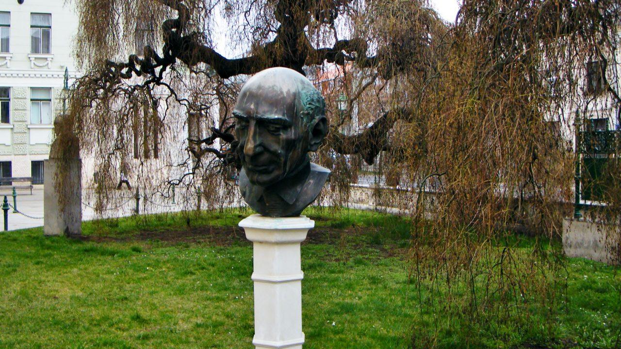 Emlékkiállítás a váratlanul elhunyt szobrásznak