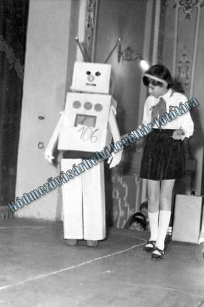 Egy robot és egy úttörő Hódmezővásárhelyről (MaNDA)