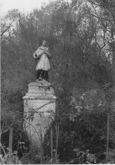 Nepomuki Szent János szobra mögött állt a vár (MaNDA)