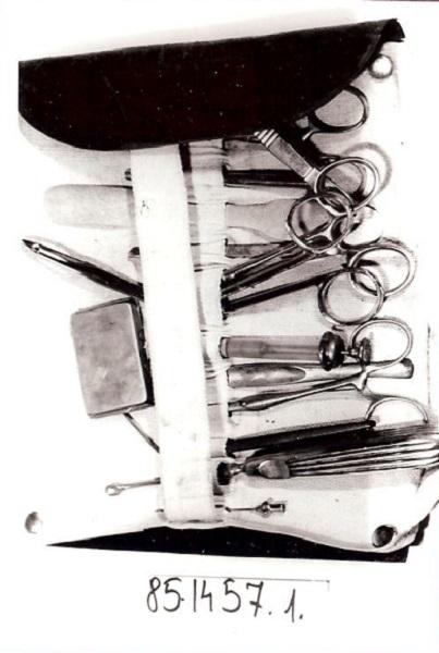 Sebészkészlet (bőrtokban) - Kecskeméti Katona József Múzeum, PDM
