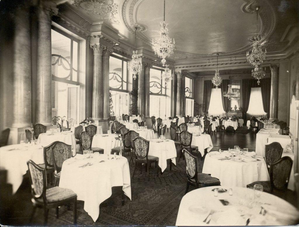 1910-1913 között Budapesten felépült Ritz 120 lakosztályos, ötemeletes szállodája (MaNDA)