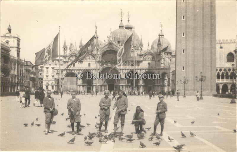 Keszthelyi diákok a Szent Márk téren (MaNDA)
