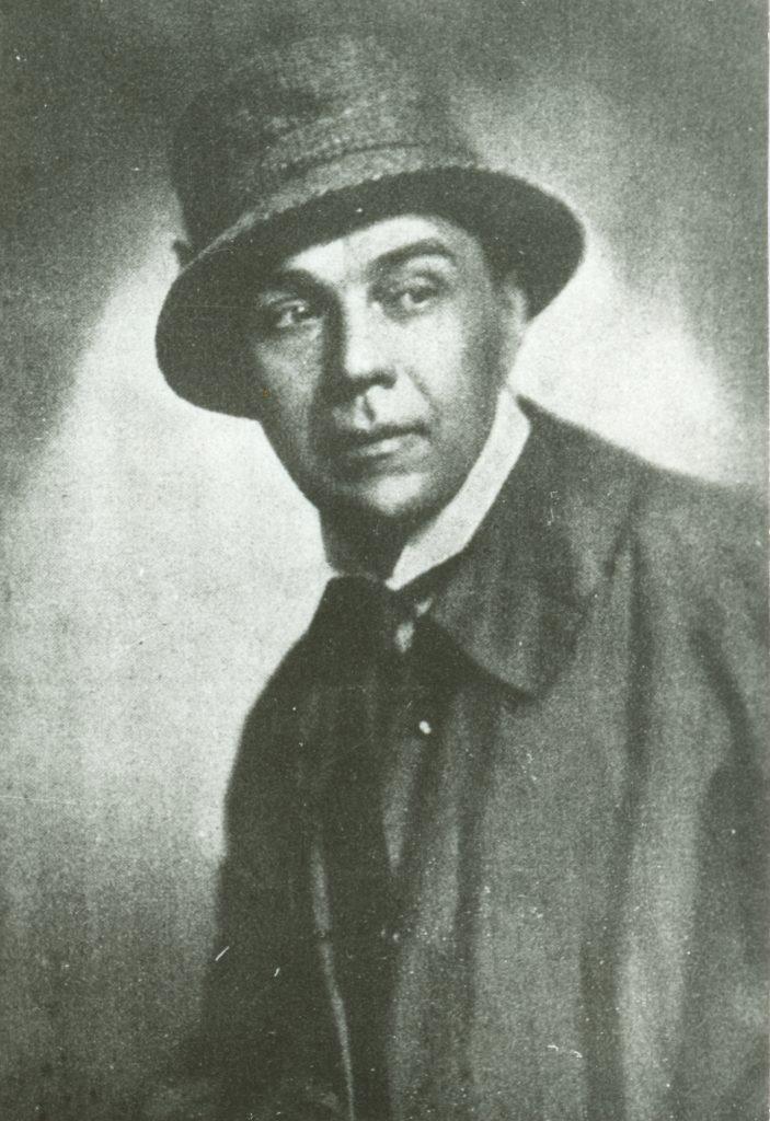 Kalapos, kabátos portré (MaNDA)