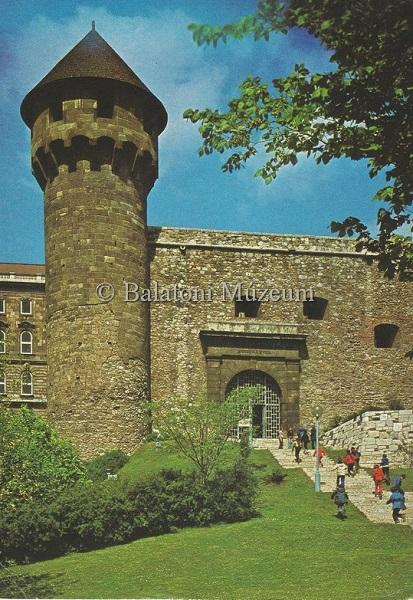 Budapest.Budai vár(XIII.-XX.sz.).Buzogány-torony(XIV.sz.). - Balatoni Múzeum, CC BY-NC-ND