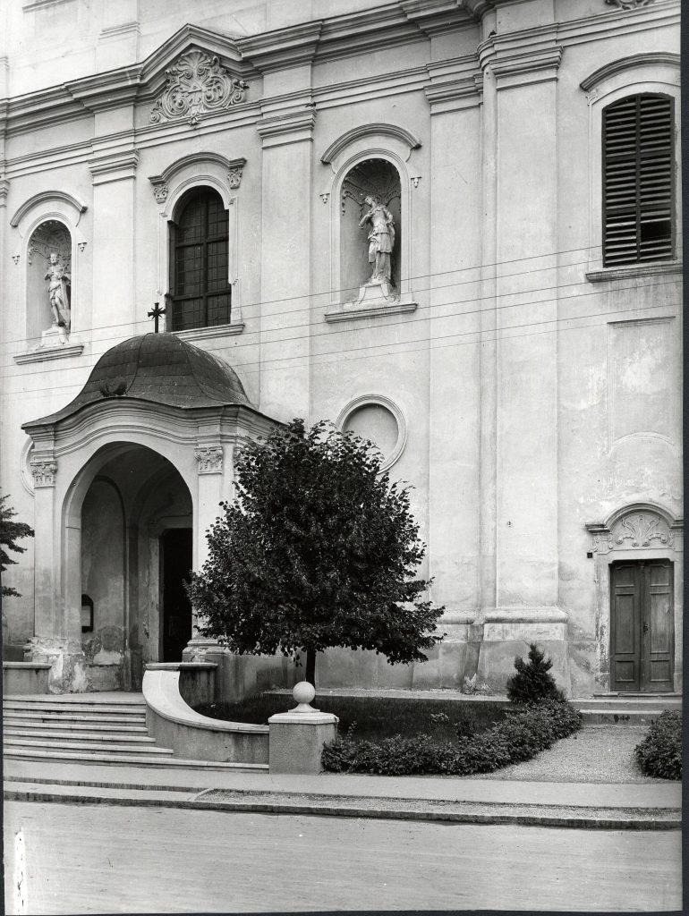 Barokk templom a vár helyén (MaNDA)