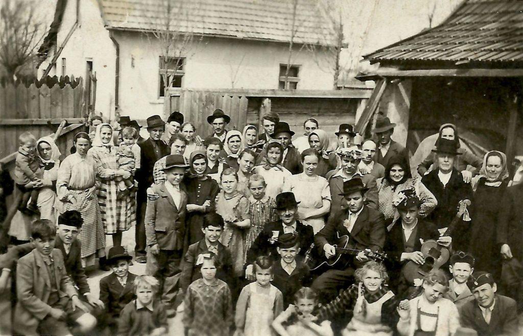 Húsvéthétfő Jánoshalmán 1949-ben (MaNDA)