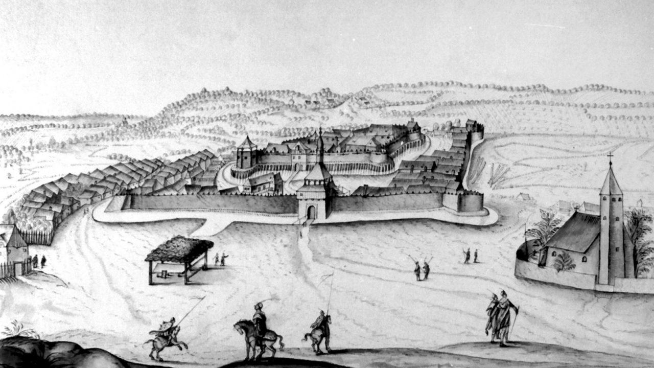 Néhány cölöp helye maradt csak meg a várból