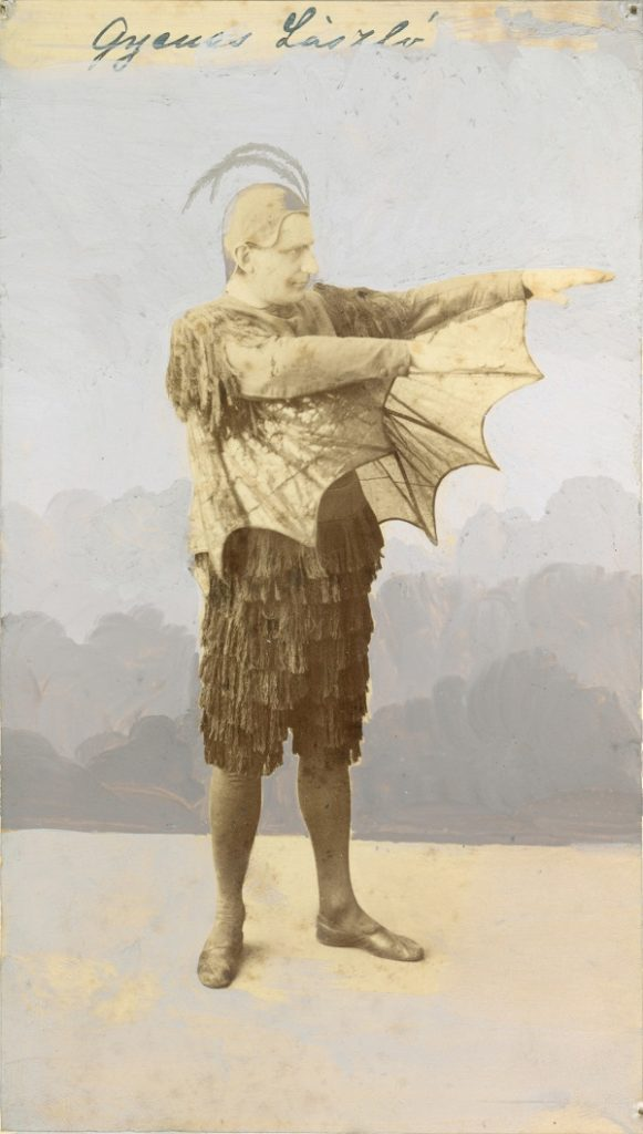 Gyenes László Lucifer jelmezében - Déri Múzeum, CC BY