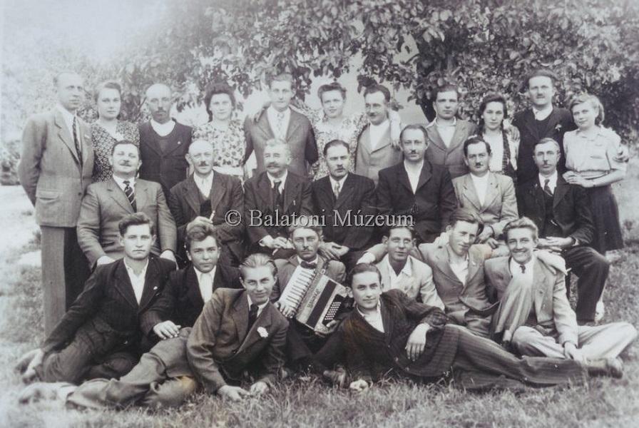 Májusfa kitáncolás, mulatság (1940-es évek) - Bertha Bulcsú Művelődési Ház és Könyvtár, CC BY-NC-ND