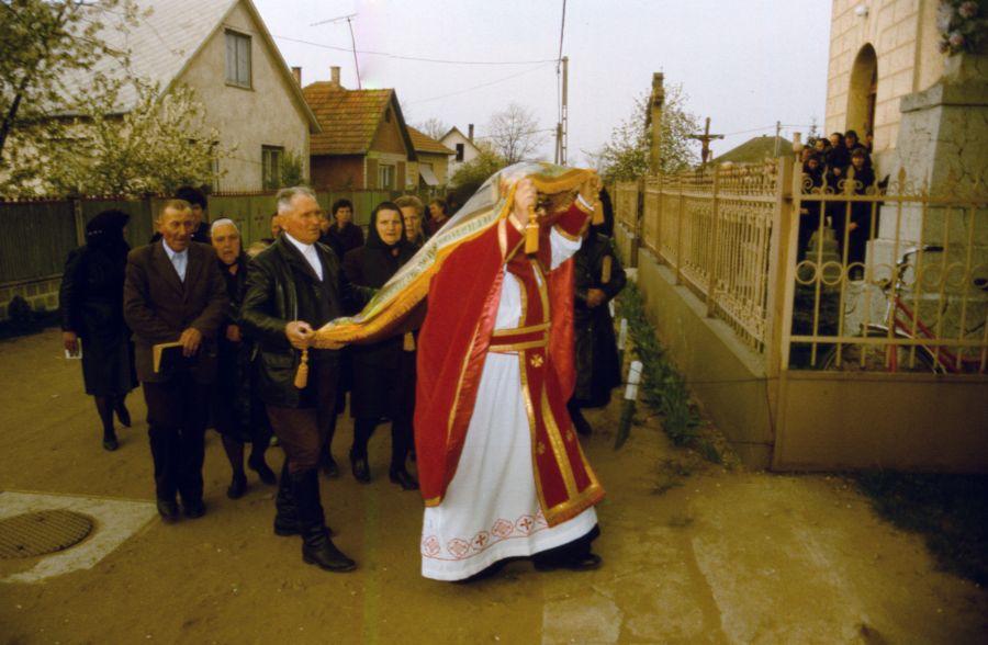 Nagypénteki körmenet a görög katolikusoknál (MaNDA)