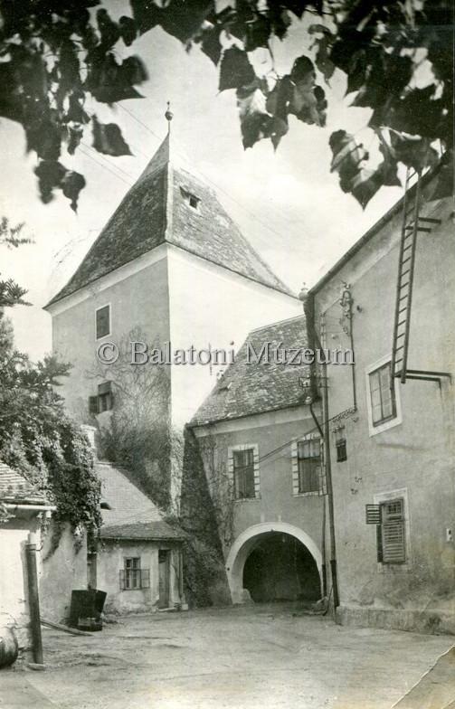 A jellegzetes torony a belső udvarról (MaNDA)