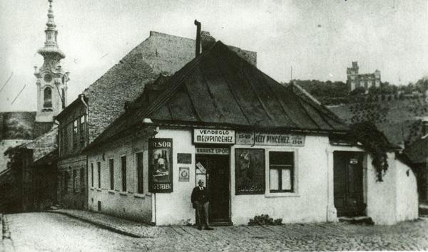 A tabáni Mélypince vendéglő - Déri Múzeum, CC BY
