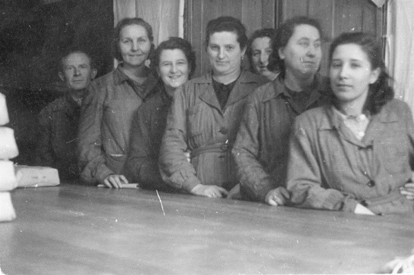 Fotó, Leipnik gyár munkásnői - Gróf Esterházy Károly Múzeum, Pápa, CC BY-NC-ND