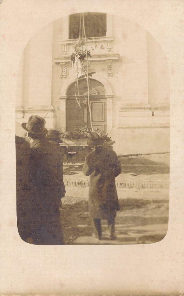 1925-ben új harang érkezett Kiskunhalasra a háborús veszteség helyére (MaNDA)