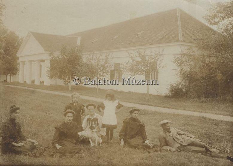 Ménesmester és családja - Balatoni Múzeum, CC BY-NC-ND