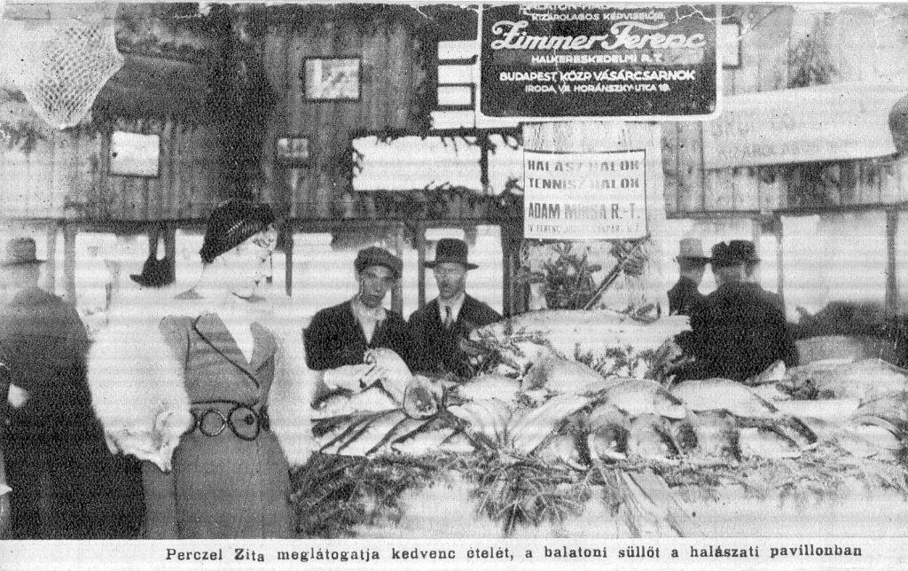 Egy 1930-as sajtófotón (MaNDA)