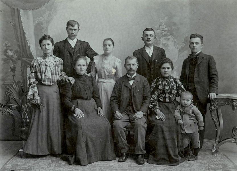 Kiss Lajos néprajztudós és családja (1900-as évek eleje) - Tornyai János Múzeum, PDM