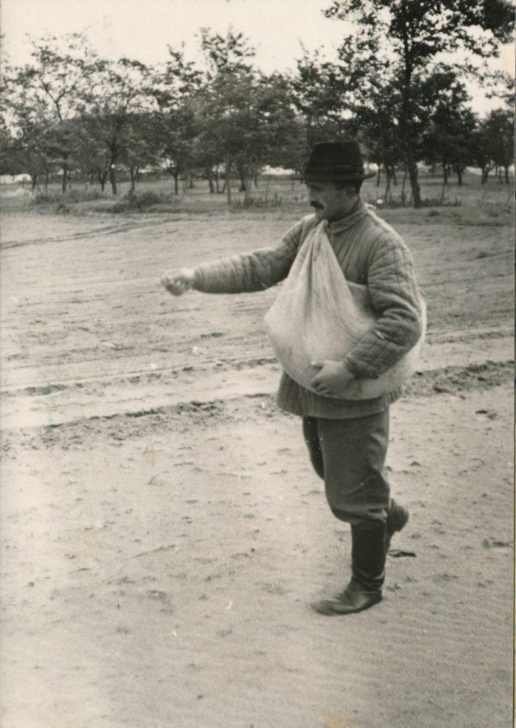 Vetés 1958 októberében Kiskunhalason (MaNDA)