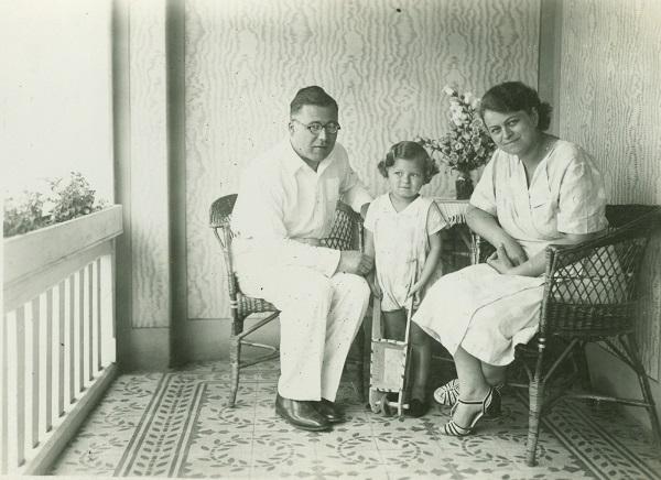 Fényképalbum Kíváncsi Illi családi képeivel - Déri Múzeum, CC BY