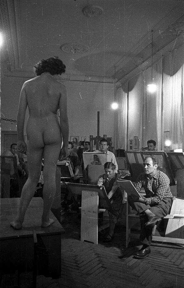 Bauer Sándor: Női akt rajzolása (1955) - Fortepan, CC BY-SA