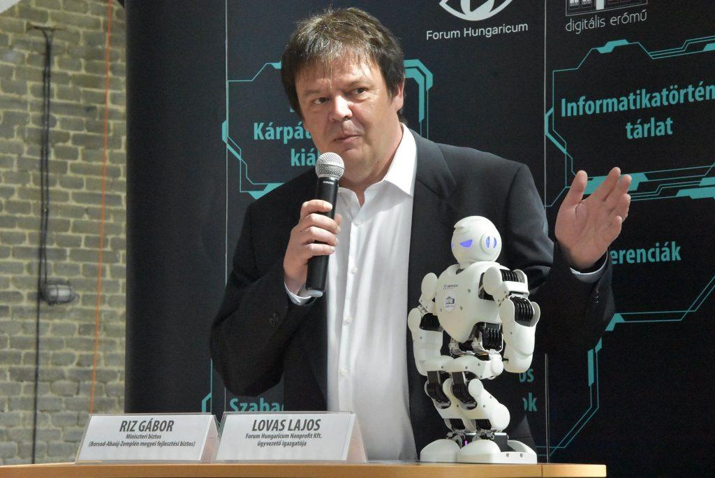 Köszöntőt mond Lovas Lajos, a Forum Hungaricum Nonprofit Zrt . ügyvezető igazgatója