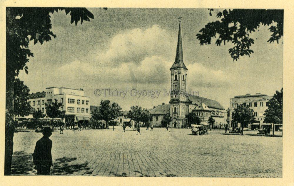 A Fő tér képeslapon (MaNDA)