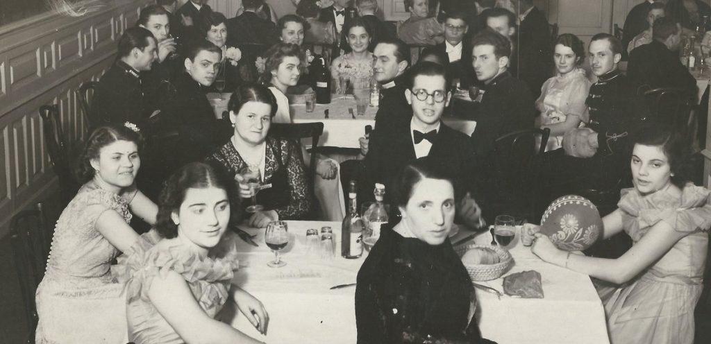 Báli társaság egy előkelő étteremben (1930-as évek) - Magyar Kereskedelmi és Vendéglátóipari Múzeum, CC BY-NC-ND