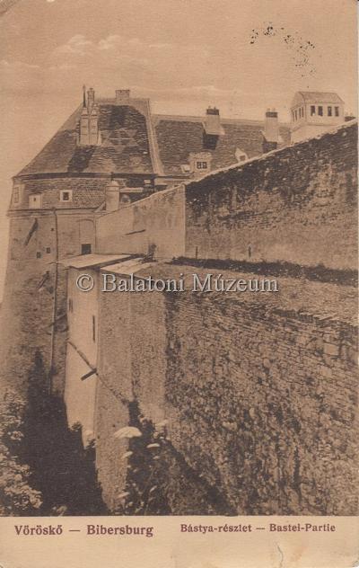 A várkastély egy 1913-as képeslapon (MaNDA)