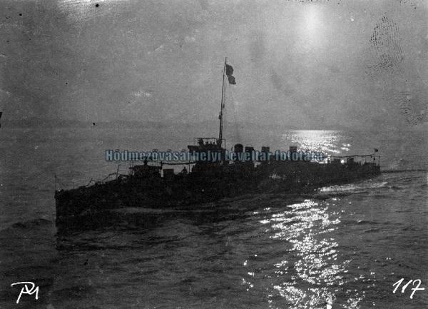 Csatahajó - MNL. Csongrád Megyei Levéltár Hódmezővásárhely, CC BY-NC-ND