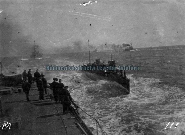 Csatahajók - MNL. Csongrád Megyei Levéltár Hódmezővásárhely, CC BY-NC-ND