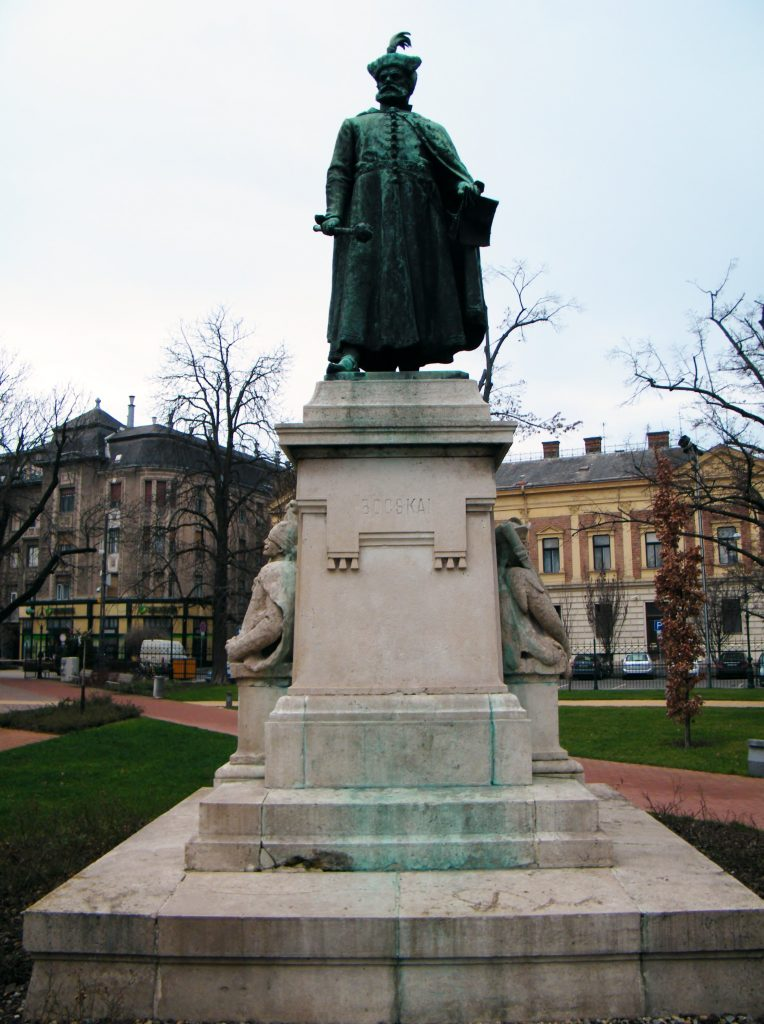 Debreceni szobra (MaNDA)