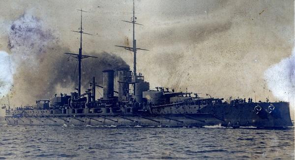 Az SMS Tegetthoff az K. u. k. haditengerészet Tegetthoff-osztályú csatahajója volt. Wilhelm von Tegetthoffról, a lissai győzőről nevezték el a hajót. - Magyar Ferences Könyvtár, CC BY