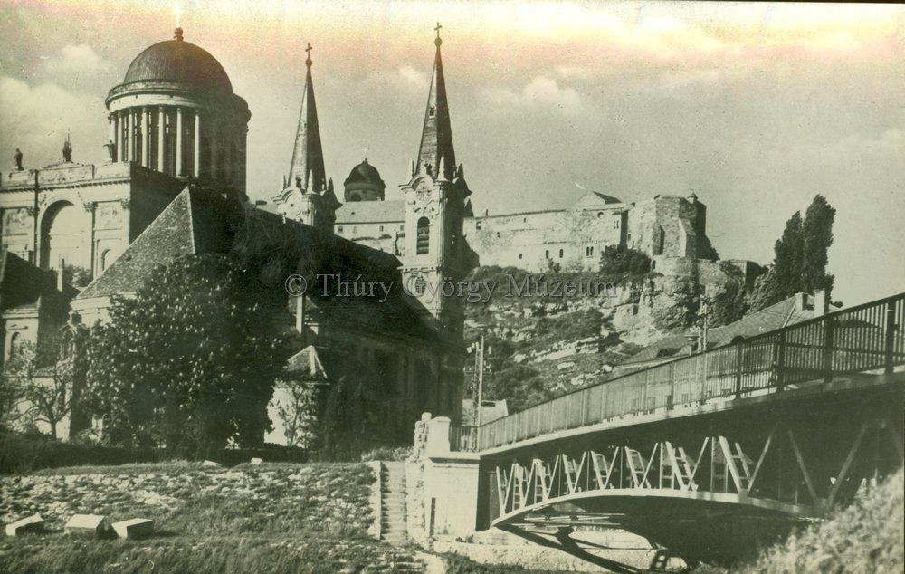 A vár nyugati oldala Hild bazilikájával (MaNDA)