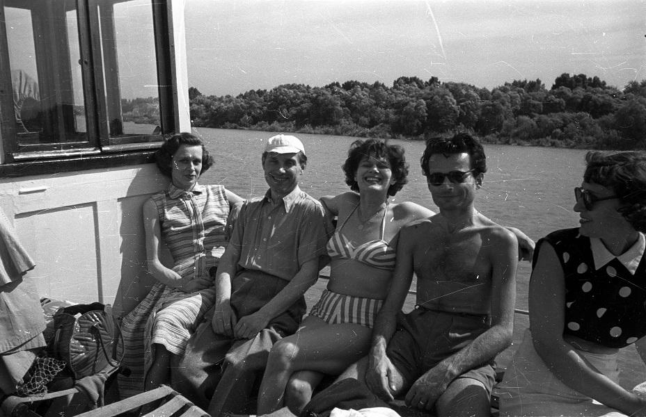 Bauer Sándor: Kirándulók a Dunán, a Kőrös oldalkerekes gőzhajóval (1958) - Fortepan, CC BY-SA