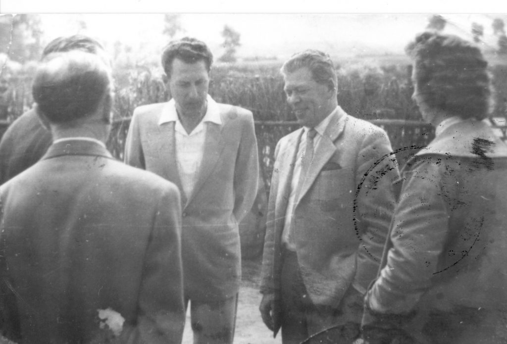 Marosán elvtárs téeszlátogatáson 1961-ben (MaNDA)