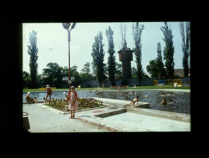 Németh István: A szolnoki MÁV strand (1984) - Verseghy Ferenc Könyvtár és Közművelődési Intézmény, CC BY-NC-ND