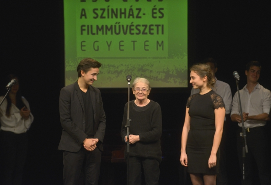 Törőcsik Mari és ifj. Vidnyánszky Attila egy színpadon (MaNDA)