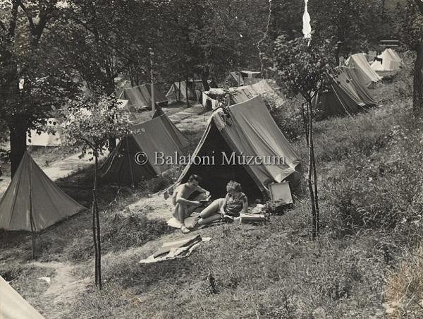 Camping a Balaton partján - Balatoni Múzeum, CC BY-NC-ND