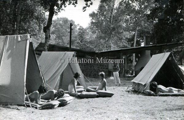 Fonyód-Alsóbélatelep, Napsugár Camping, képeslap - Balatoni Múzeum, CC BY-NC-ND