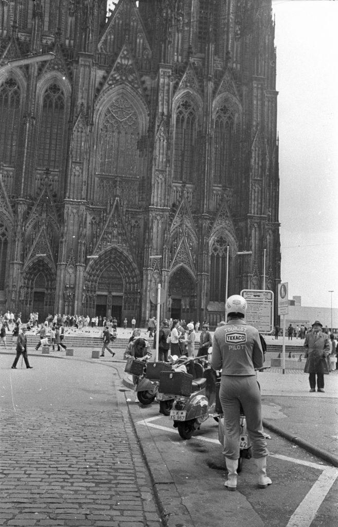 A dóm előtt, 1972-ben (MaNDA)