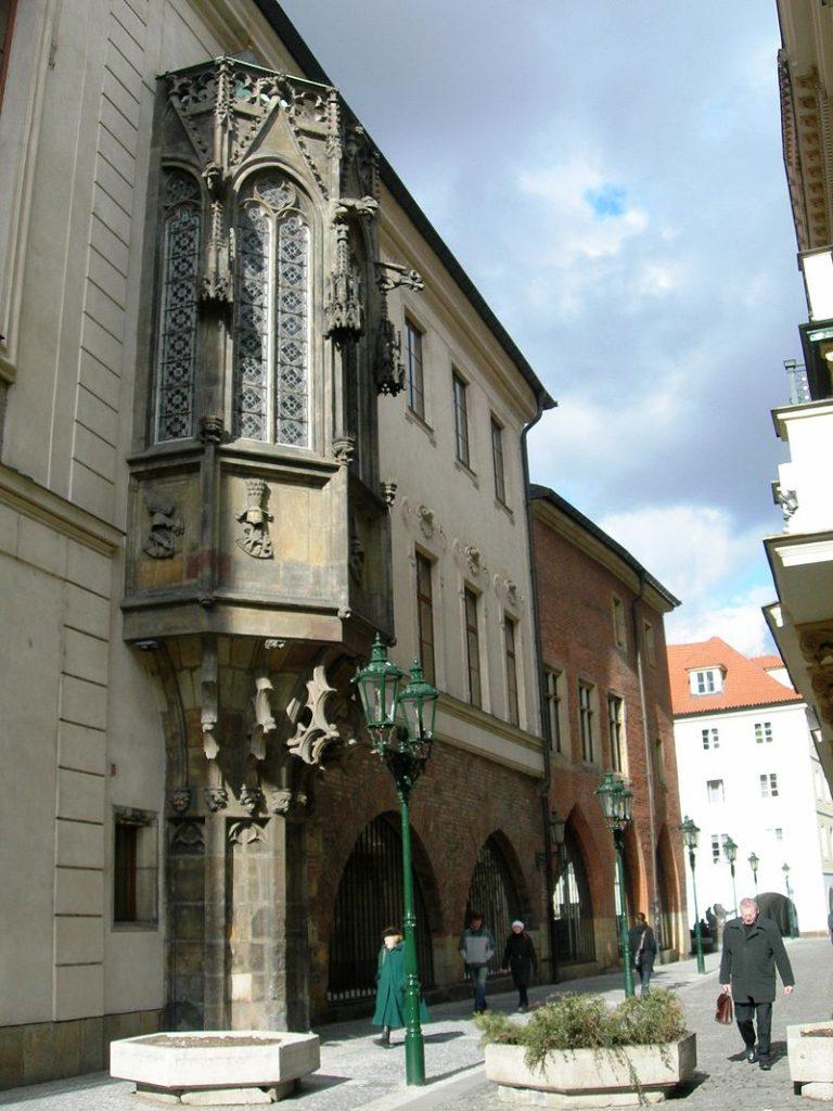 Az egyetem régi épülete (Wikipédia)