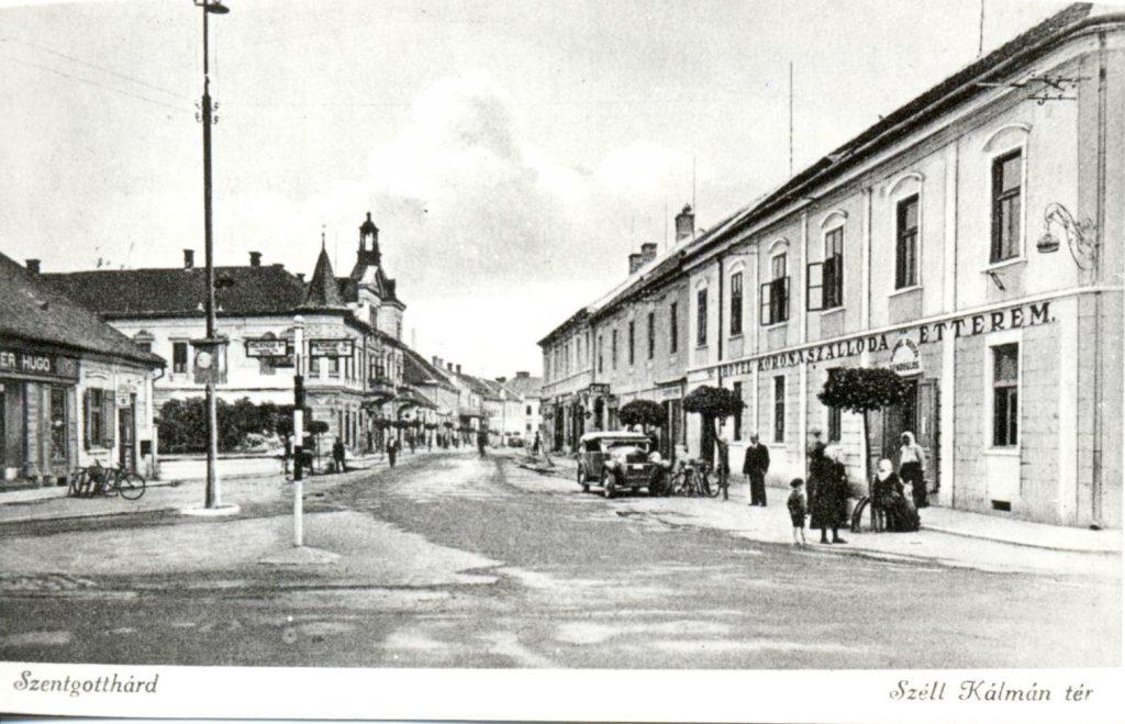 A városka főtere a harmincas években (MaNDA)